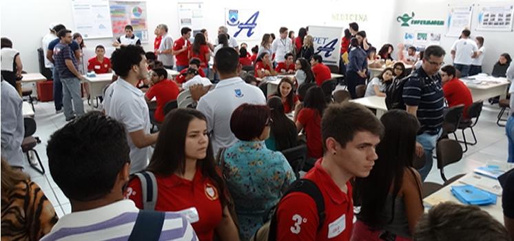 Praça das profissões da UFCG recebe estudantes do Ensino Médio